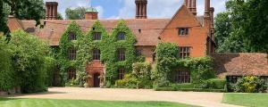 Woodhall Manor, Luxury Wedding car hire in Suffolk