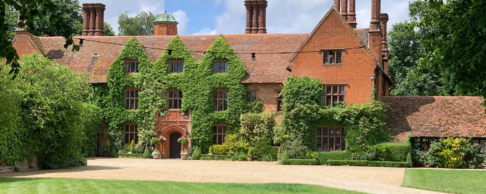 Woodhall Manor, Luxury Wedding car hire in Suffolk